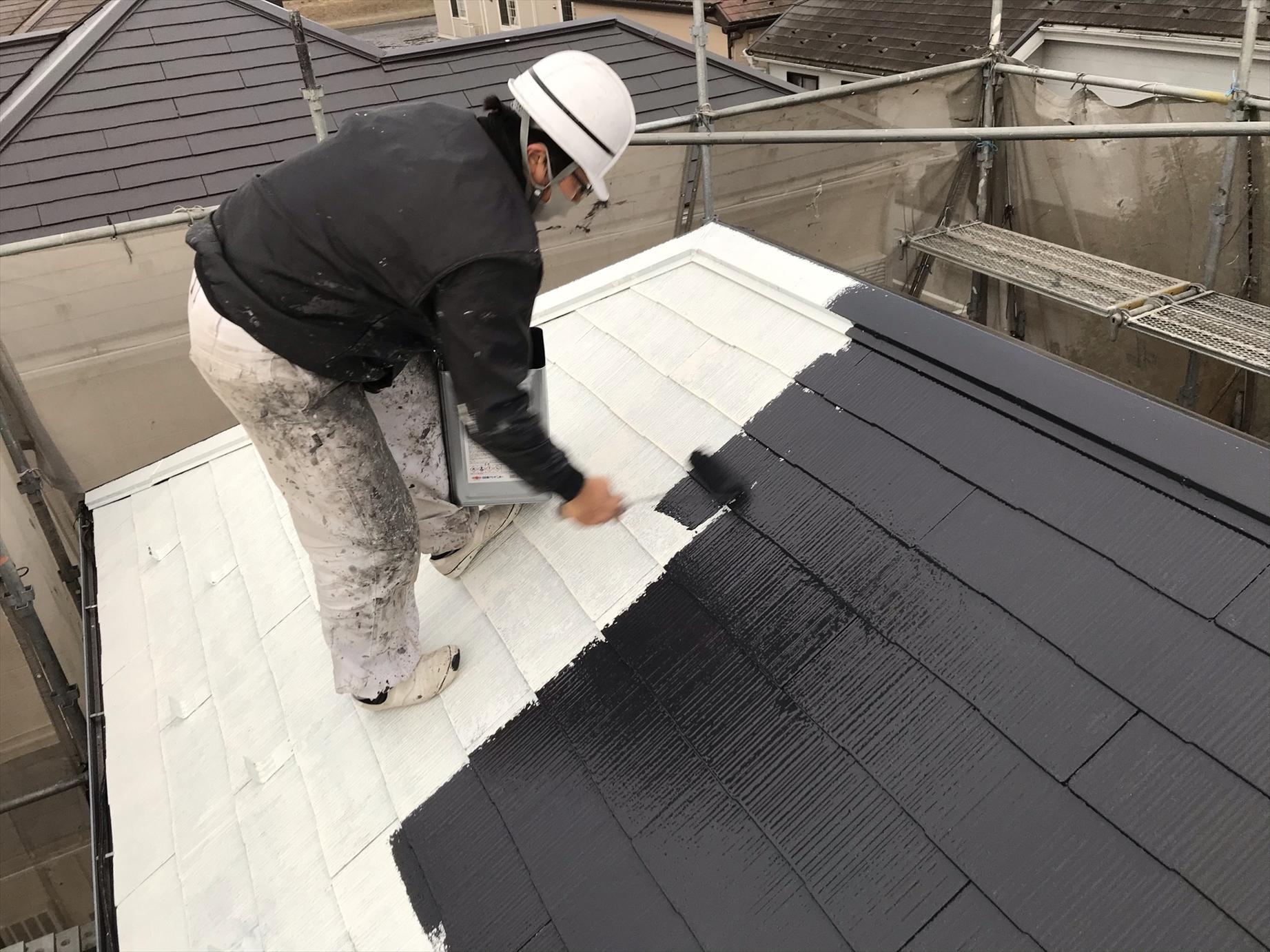 伊奈町賃貸一軒家スレート屋根塗装中塗り