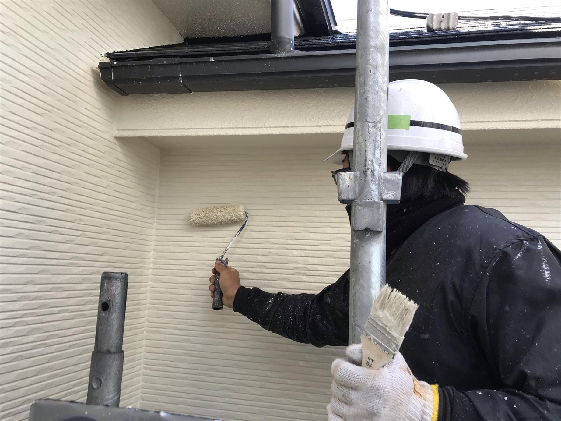 伊奈町賃貸一軒家アステック「シリコンREVO1000」で2階の上塗り