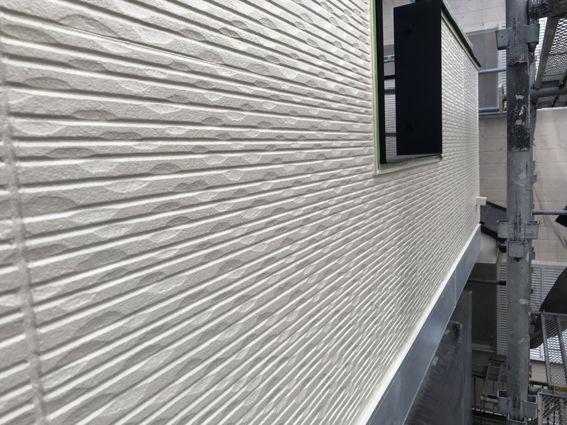 伊奈町賃貸一軒家アステック「シリコンREVO1000」で2階の上塗り完了