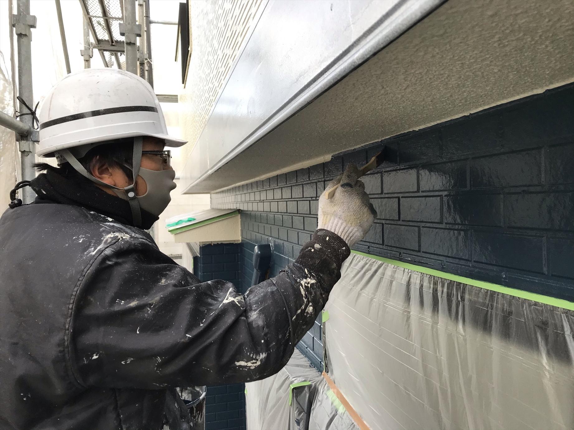 伊奈町賃貸一軒家アステック「シリコンREVO1000」で1階の上塗り