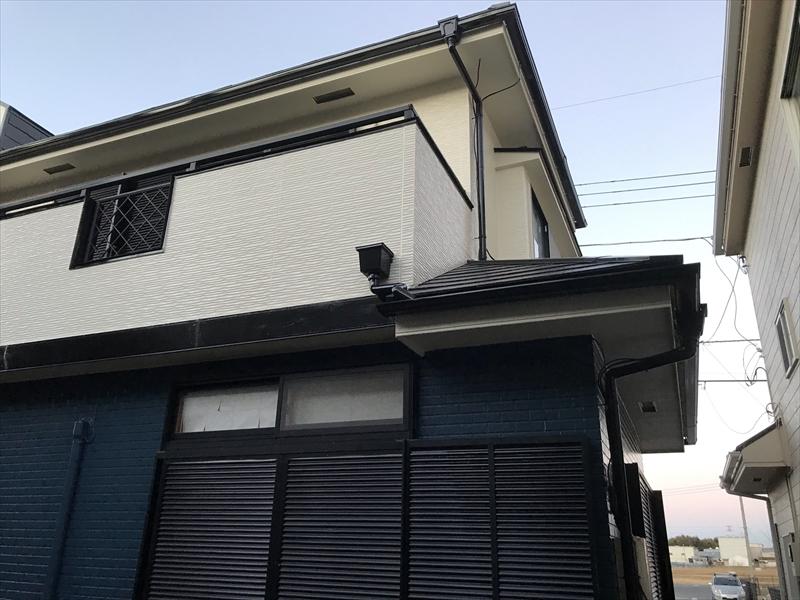 伊奈町賃貸一軒家屋根塗装・外壁塗装・完了後写真1
