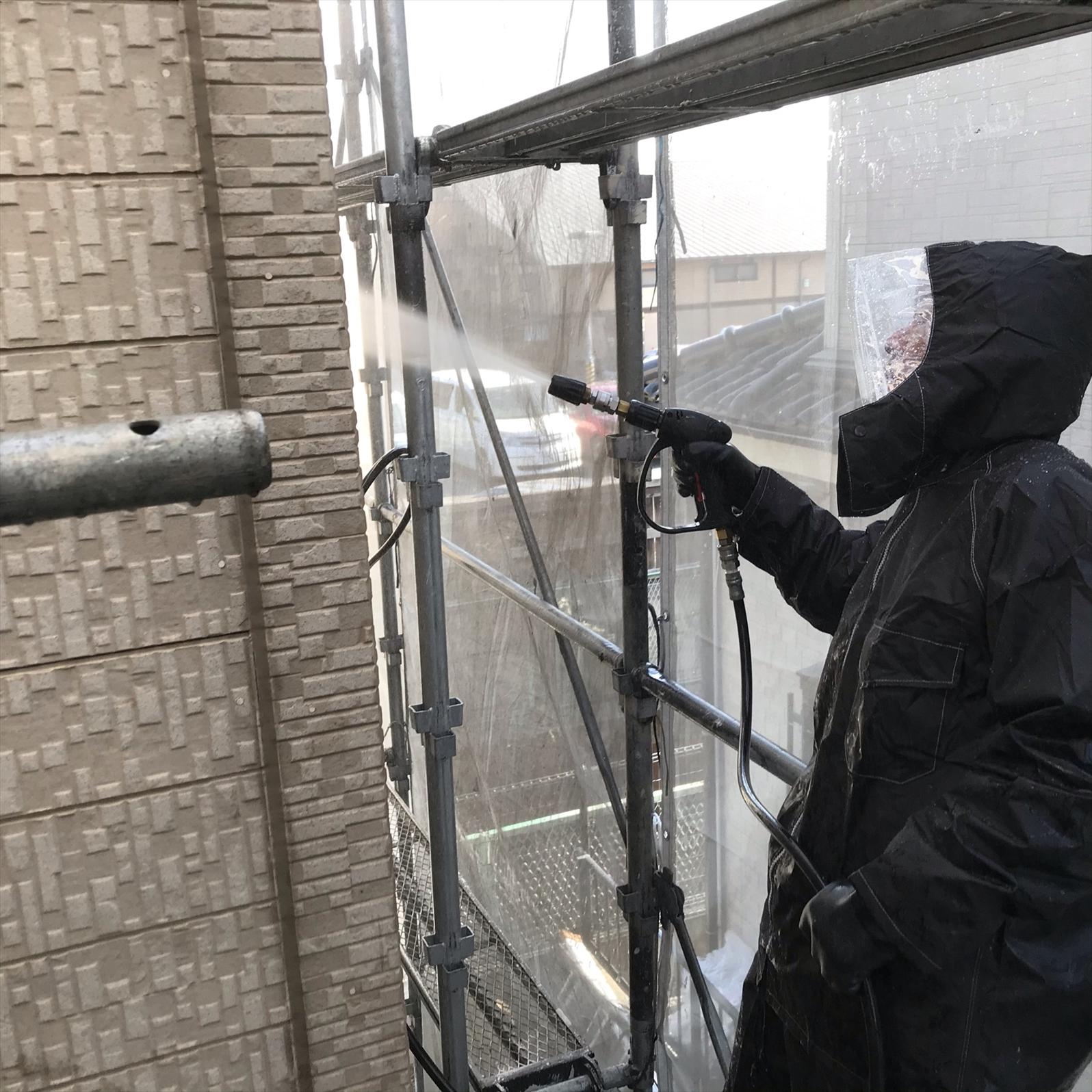 上尾市本町外壁塗装のための2階高圧洗浄