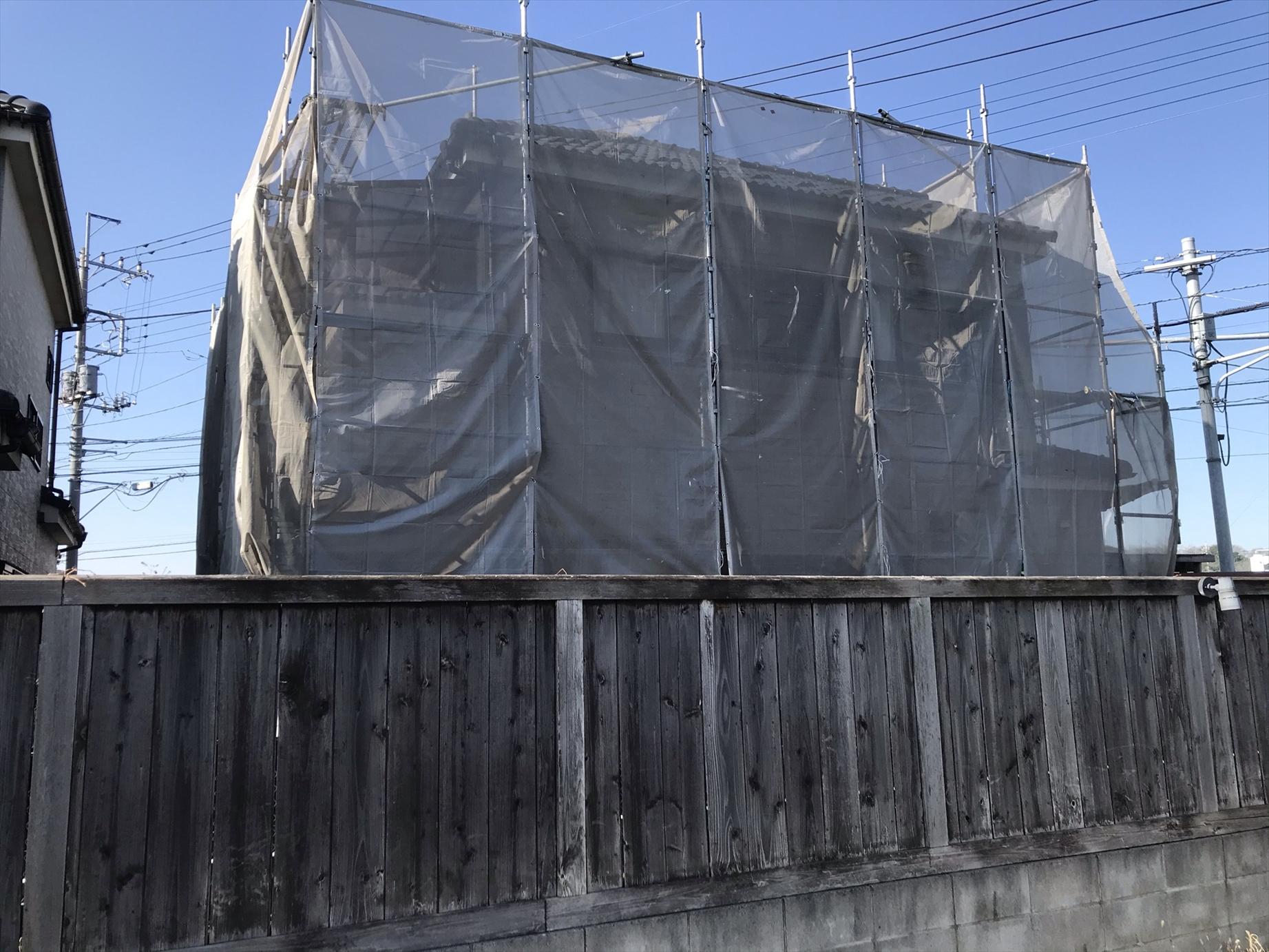 上尾市本町外壁塗装の為仮設足場設置裏側
