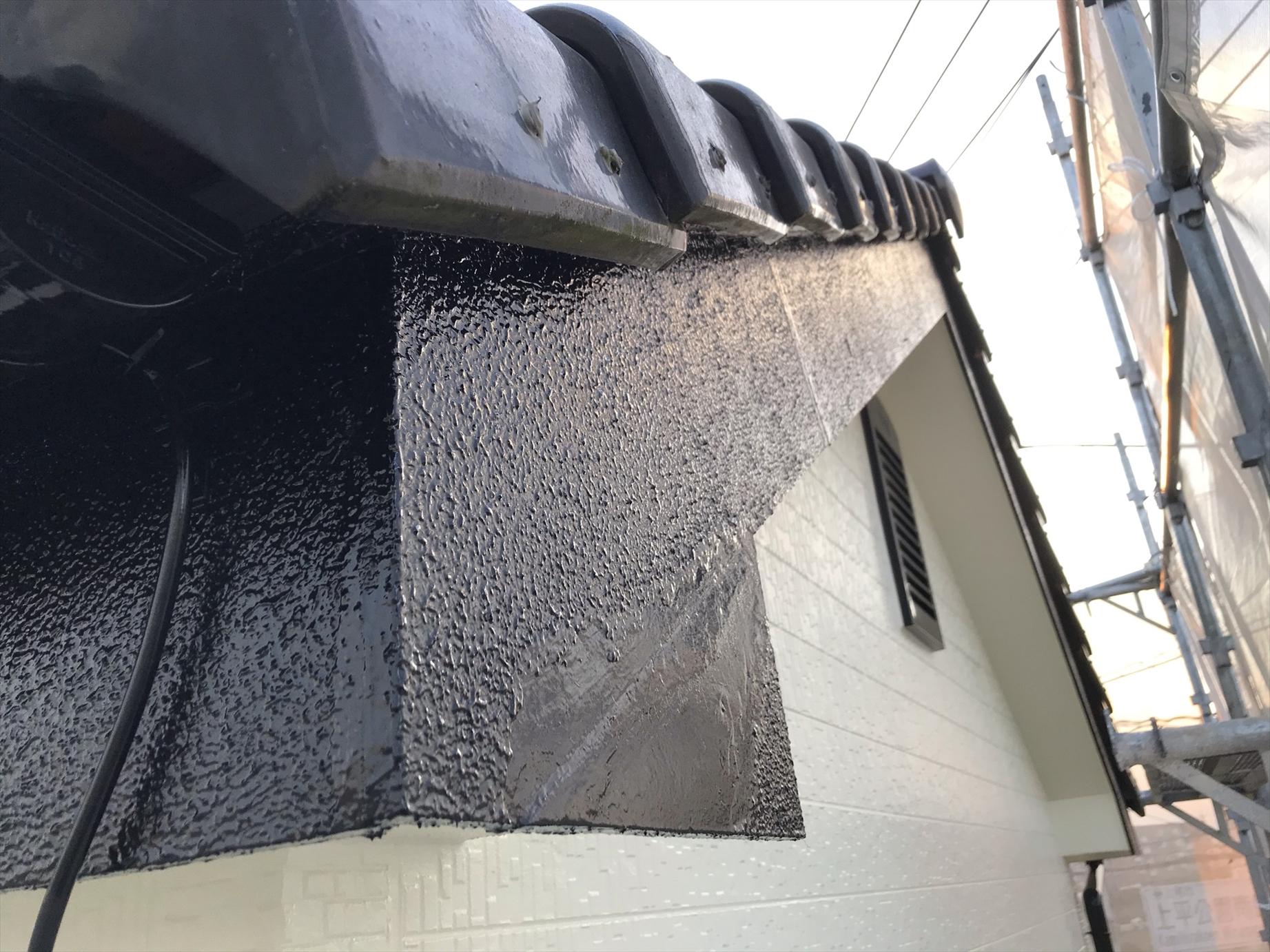 上尾市破風板を補修後に塗装