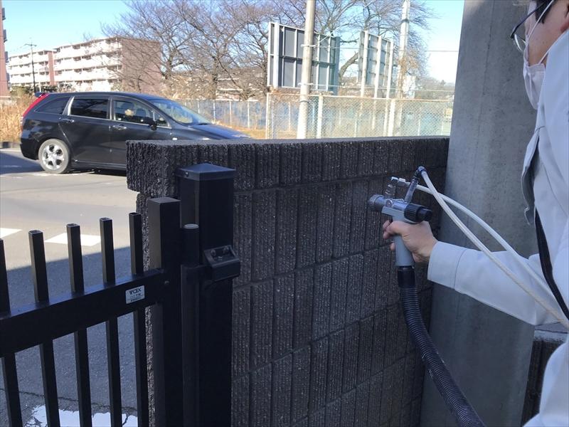 上尾市門塀廻りに光触媒コーティング剤「NFE2」を苔カビ汚れ対策の為吹付塗布