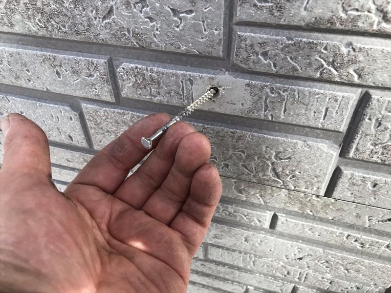 伊奈町寿モルタル外壁にカバーしたサイディング施工不良