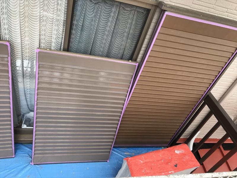 伊奈町外壁塗装時に雨戸を外して塗装
