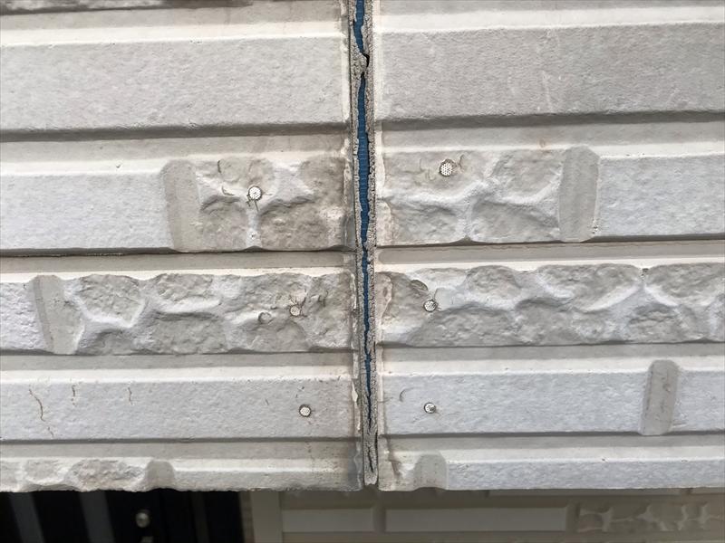 鴻巣市外壁塗装の無料点検時目地のシーリング劣化箇所