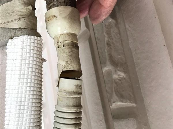 鴻巣市外壁塗装前のエアコン配管不良個所補修