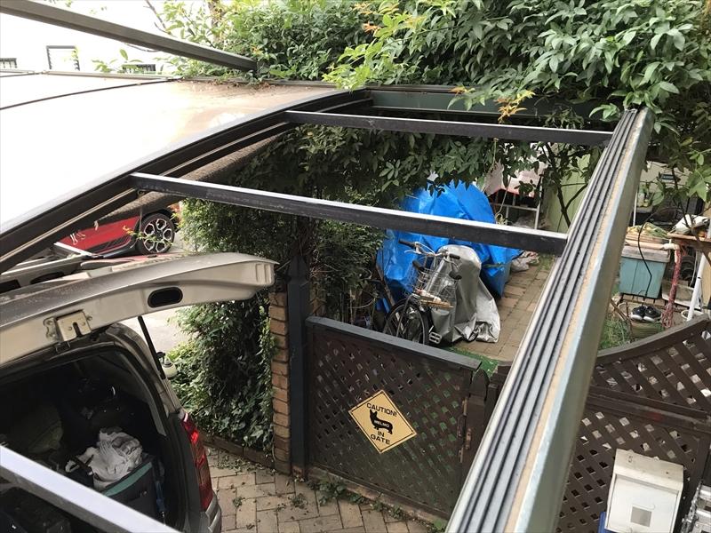上尾市屋根外壁塗装工事足場設置の為に車庫屋根板一時撤去