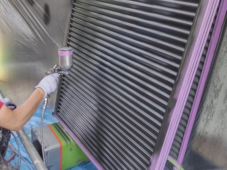 鴻巣市外壁塗装の付帯部分雨戸塗装