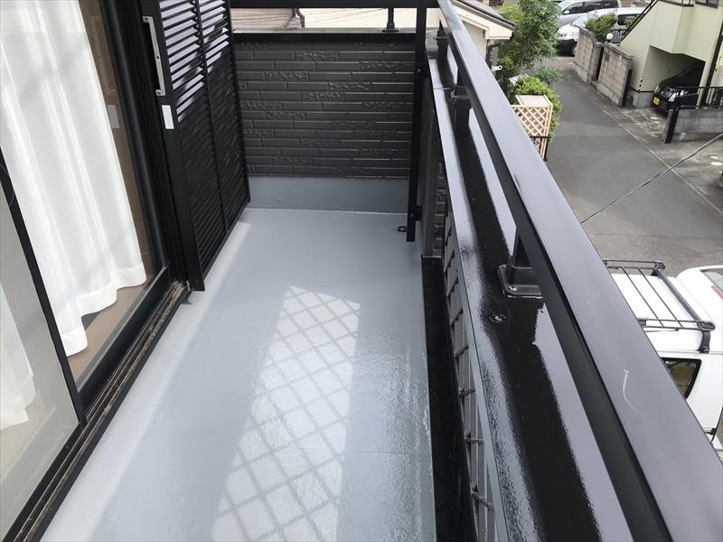 鴻巣市ベランダ床FRP防水トップコート工事後