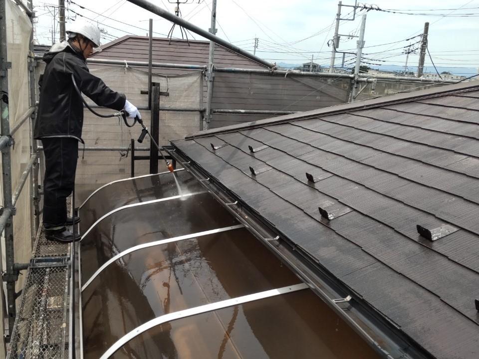 上尾市のバルコニー屋根高圧洗浄