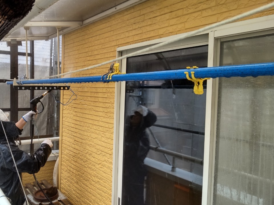 上尾市の2階外壁高圧洗浄