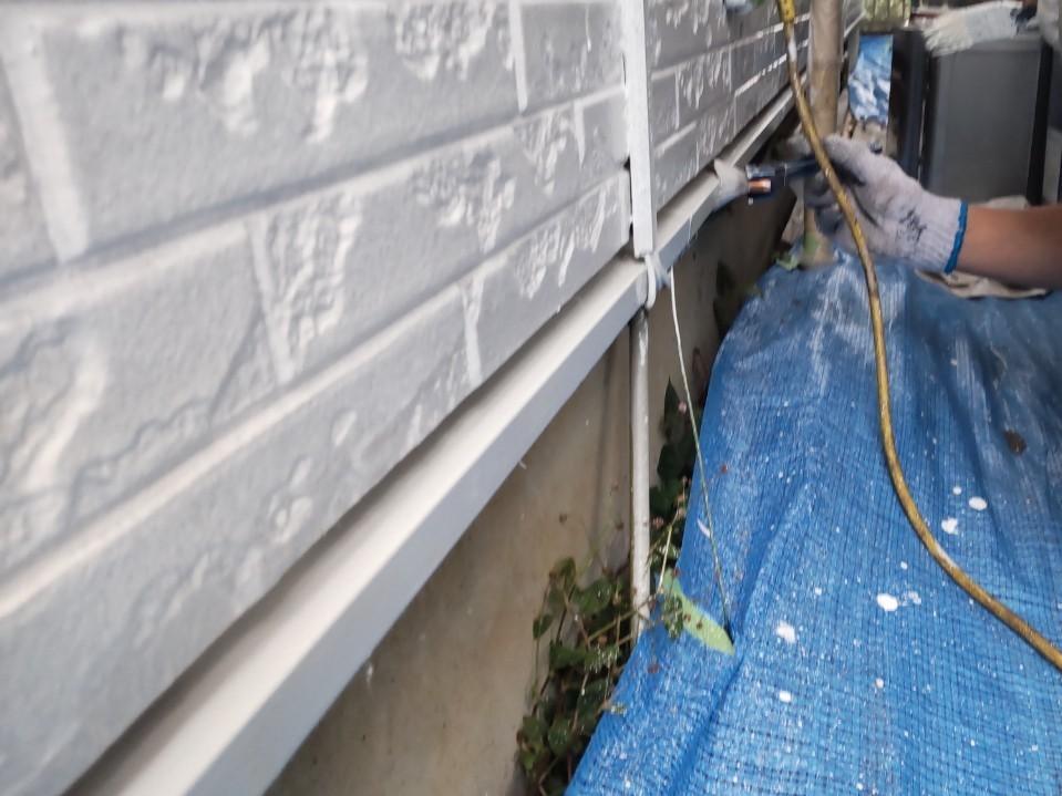 上尾市壱丁目外壁塗装付帯部分鉄部水切りの下塗り錆止め塗装