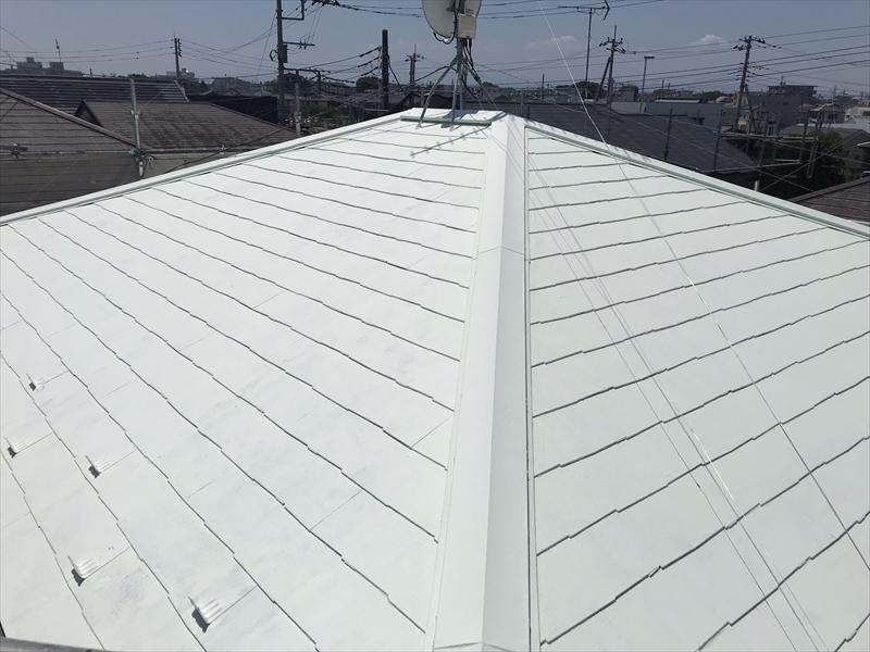 上尾市で遮断熱塗料「キルコ」での屋根塗装中塗り完了