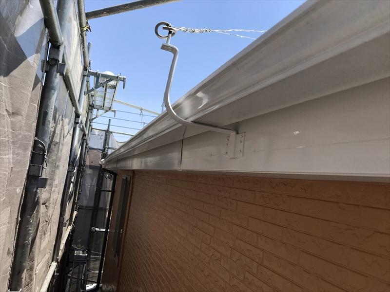 上尾市壱丁目塗装作業終了後の横樋付近