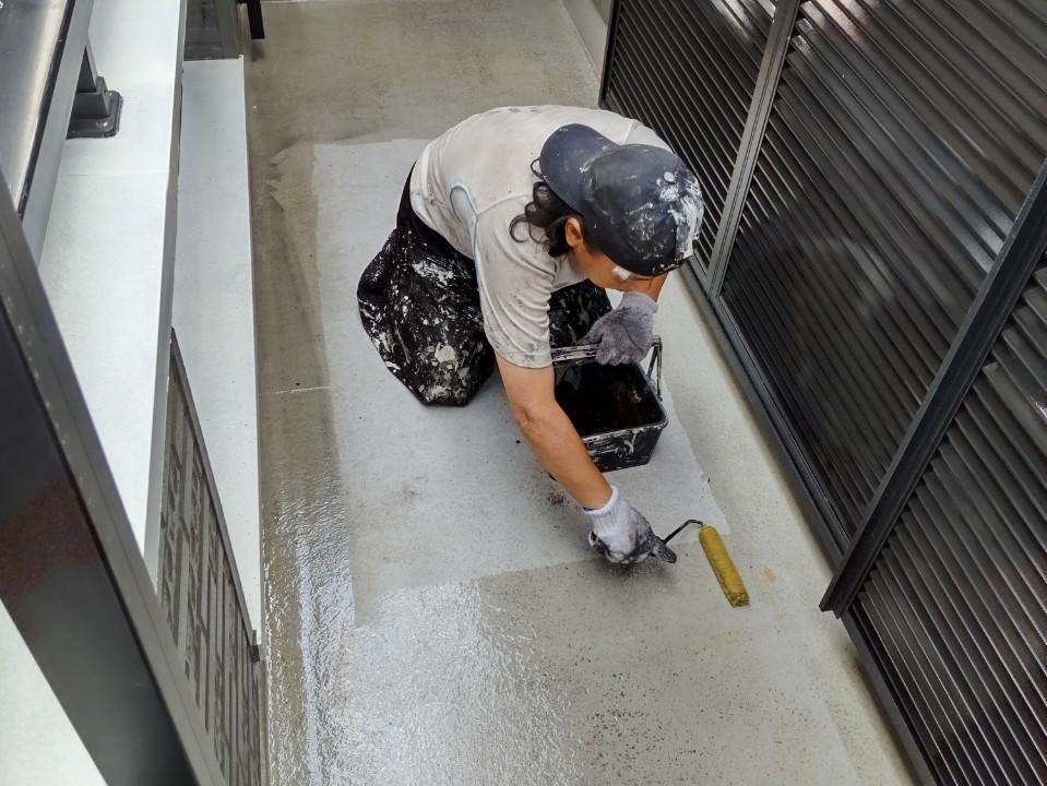 鴻巣市bランダ防水工事プライマー塗布