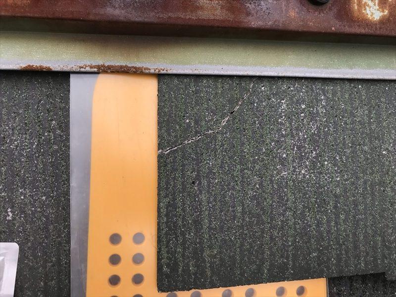 伊奈町輸入住宅の屋根塗装前にタスマジュック使用し割れた棟板金下のスレート瓦補修