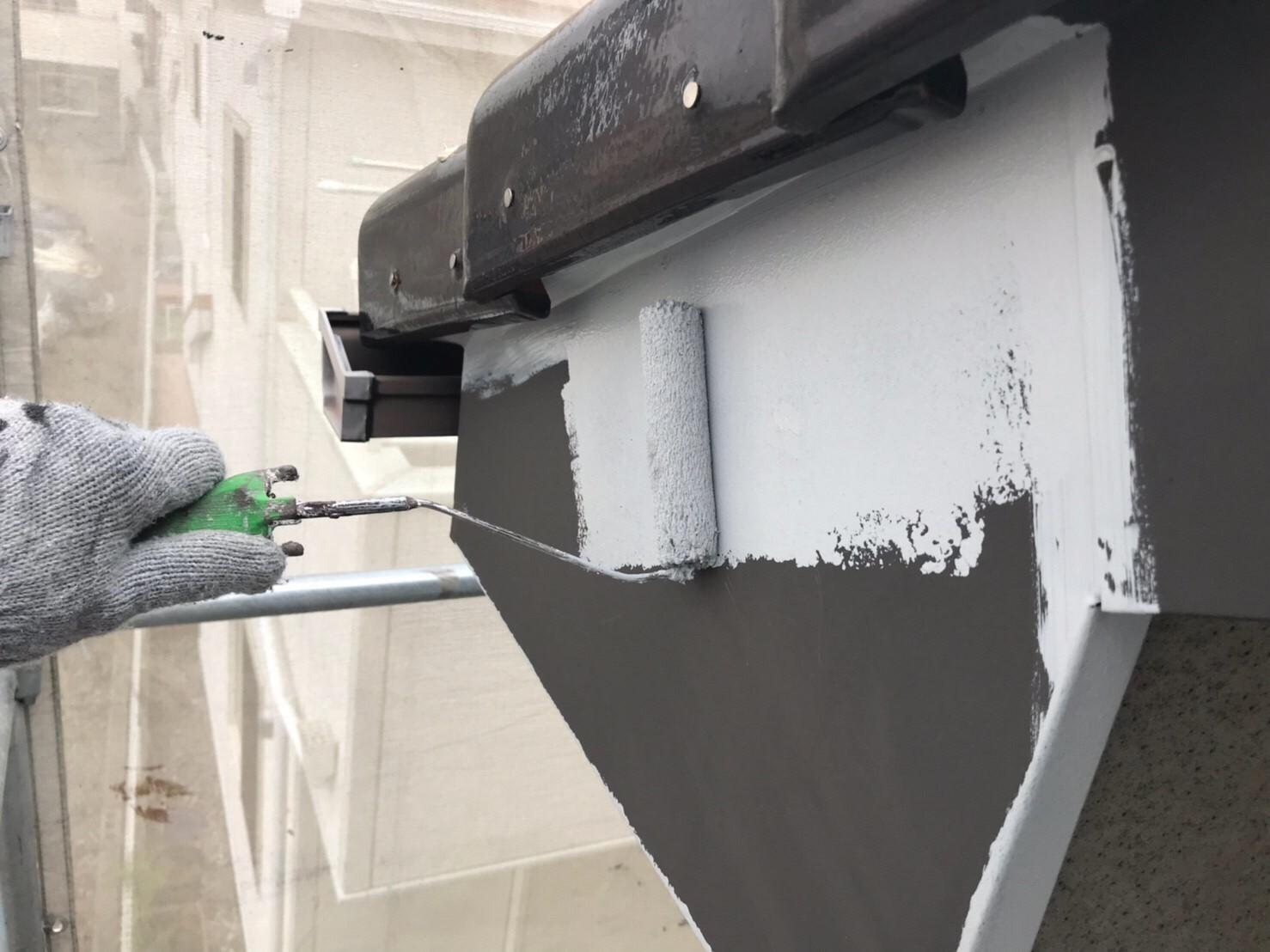 上尾市の破風板下塗り作業