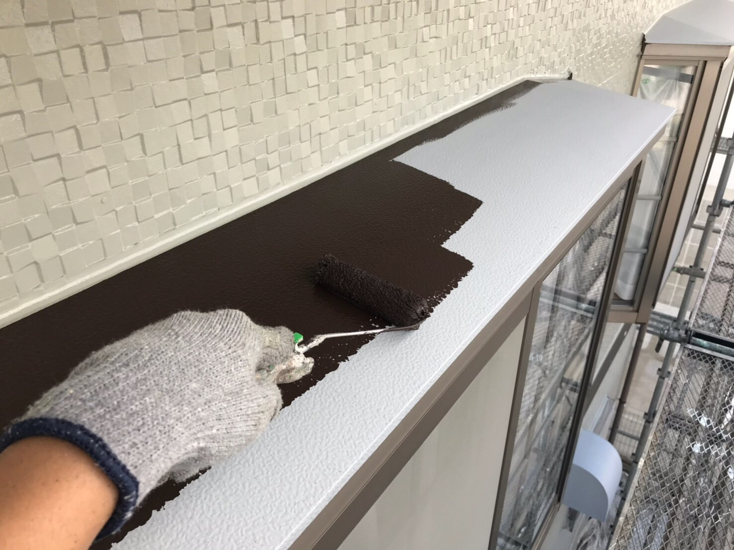 出窓庇の中塗り