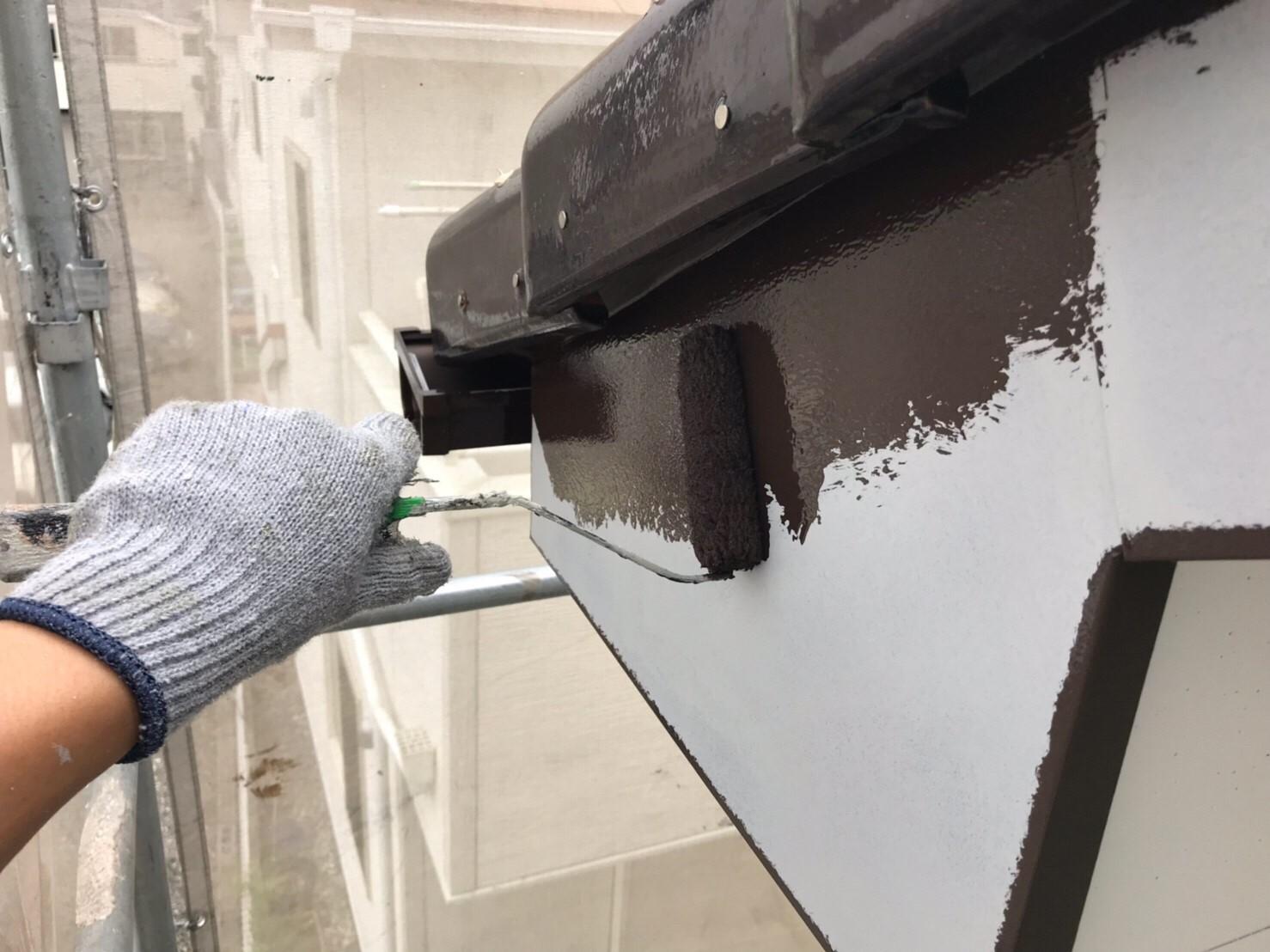 上尾市の破風板中塗り作業
