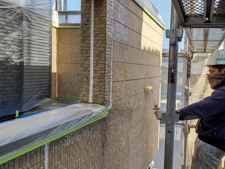 上尾市本町外壁塗装下塗りアステックエコパワーシーラー使用