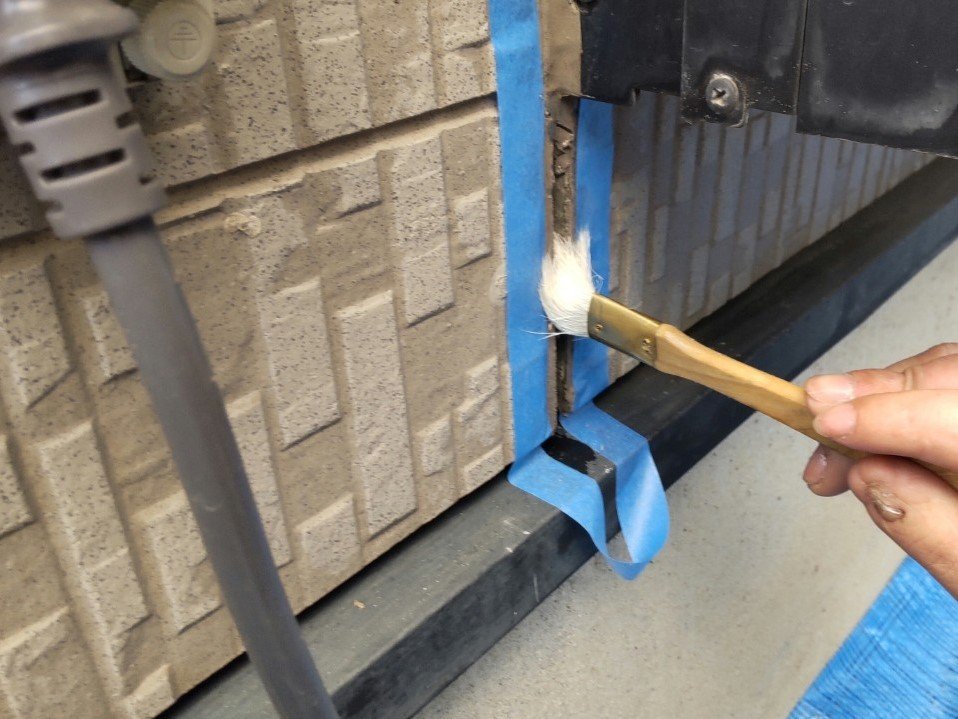 上尾市サイディング目地のシーリング打ち替えプライマー塗布