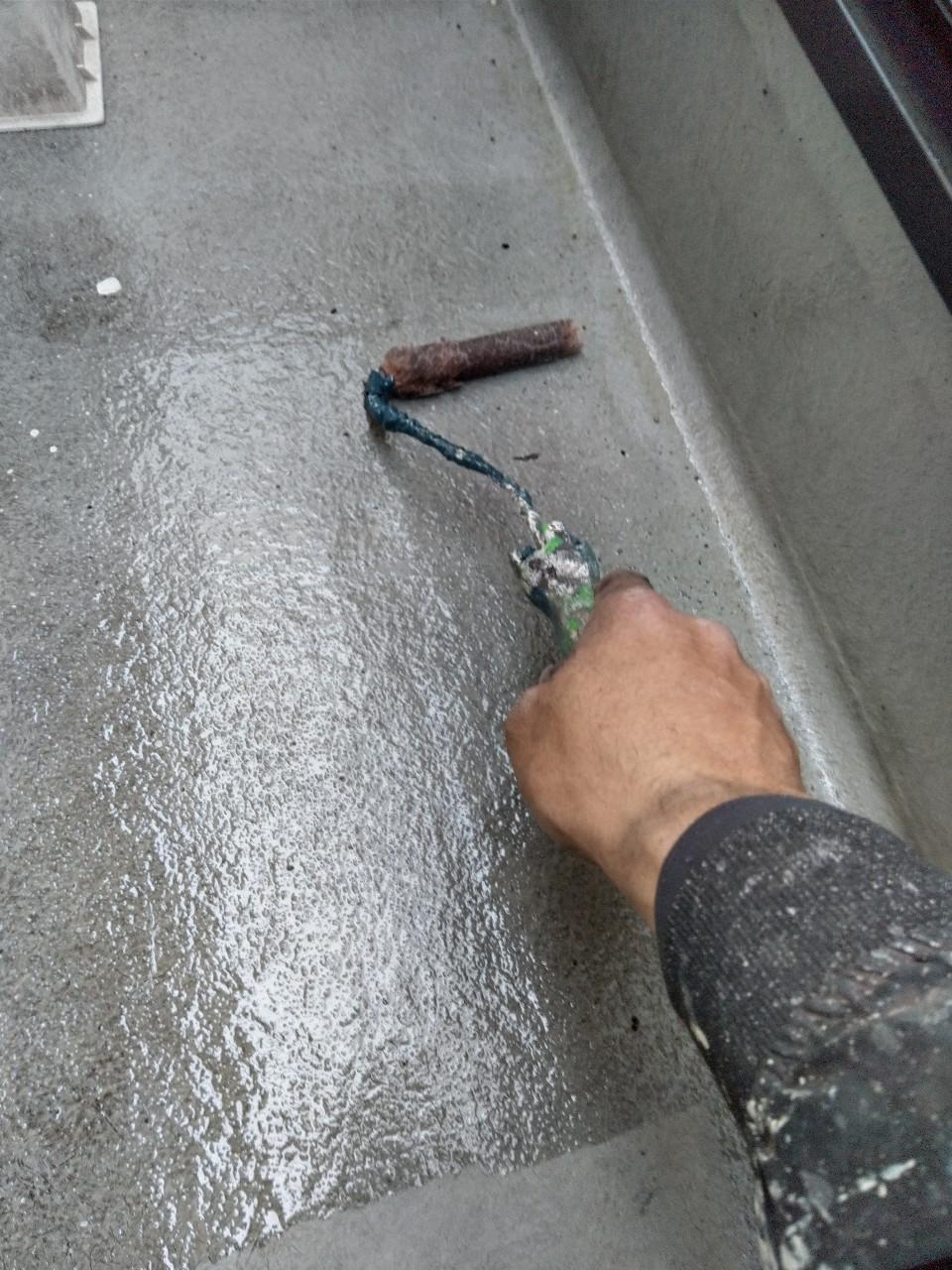 伊奈町賃貸一軒家バルコニー防水工事プライマー塗布