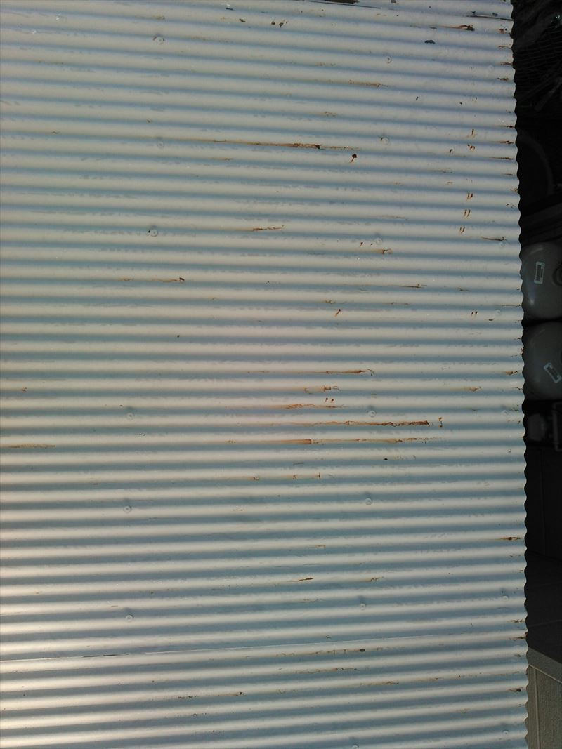 塗装が必要な物置の屋根