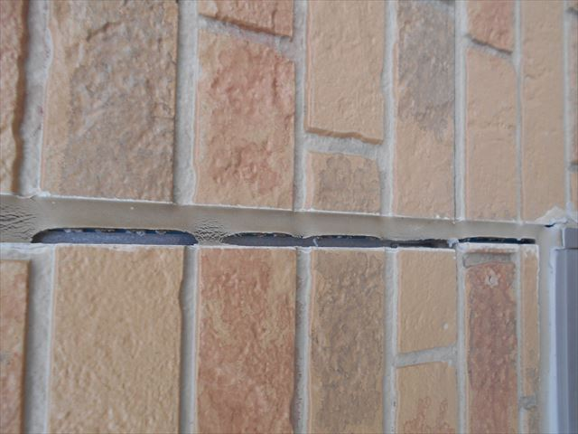 外壁目地の大きな隙間1