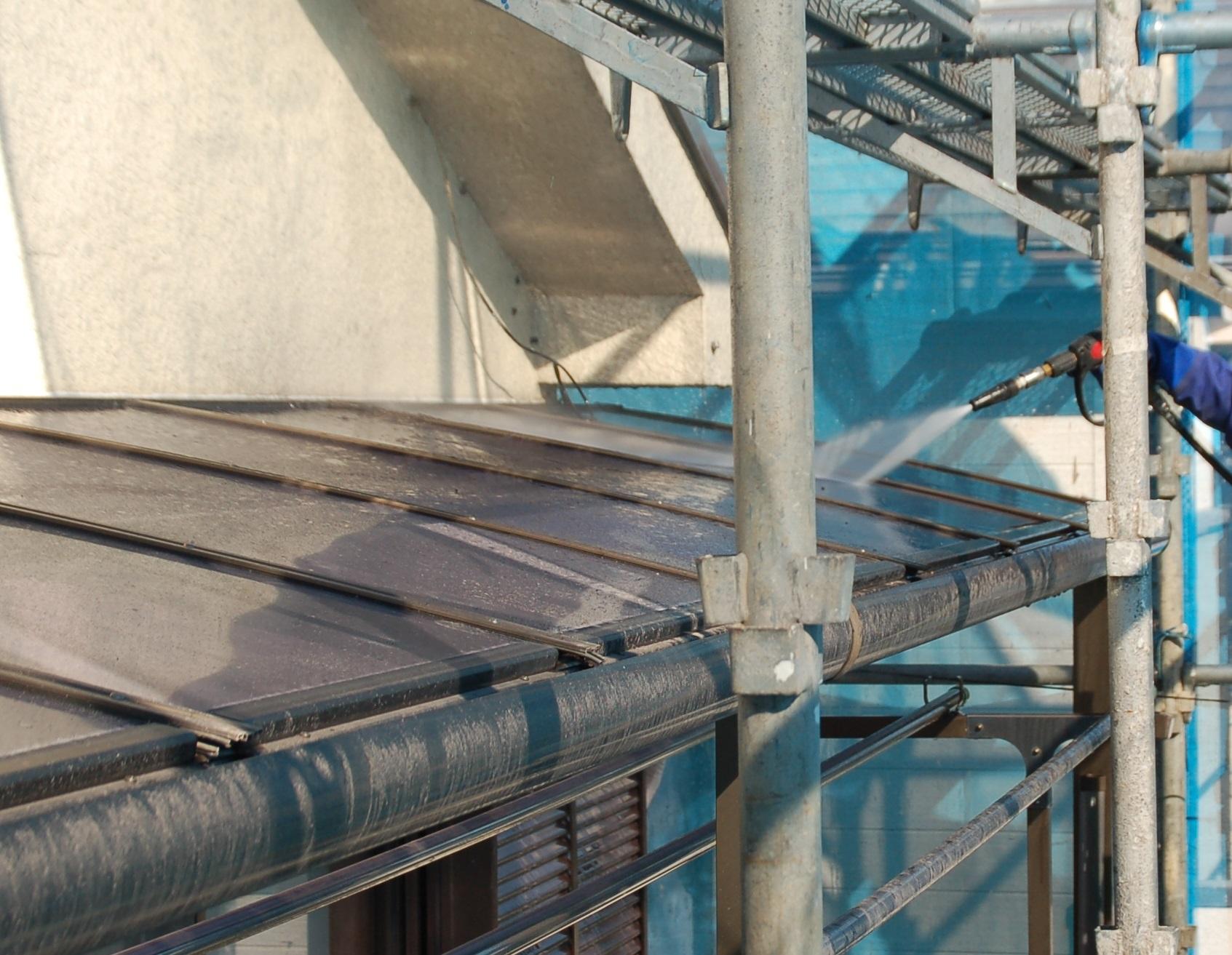 北本市ベランダ屋根高圧洗浄