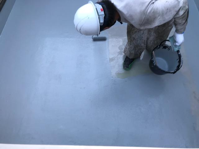FRP防水の上塗工程2