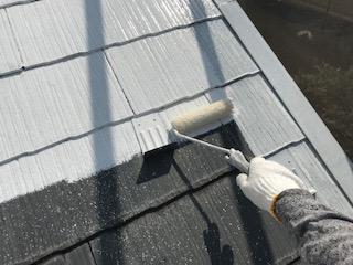 スレート屋根に遮熱性の下塗り塗料使用