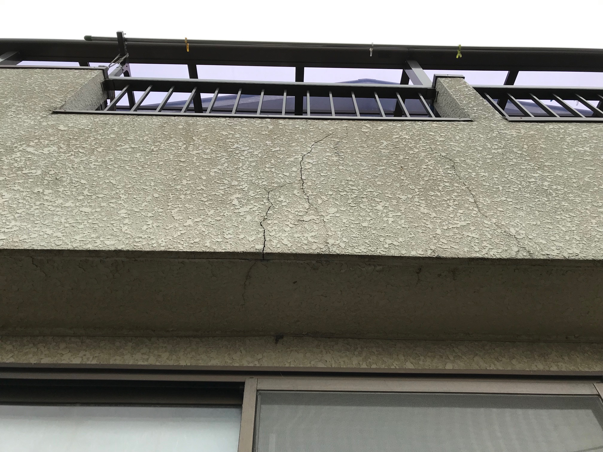 モルタル外壁のひび割れ