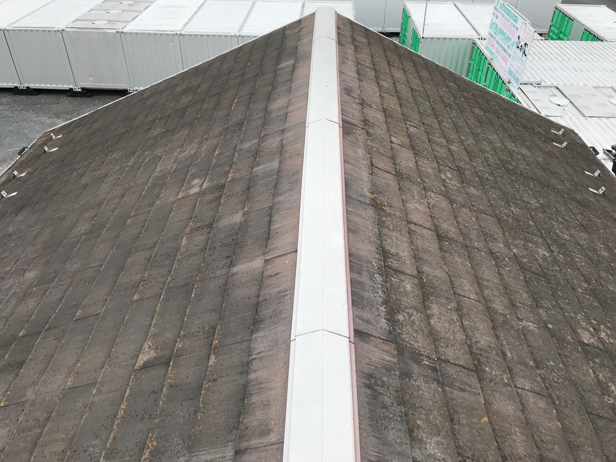 高圧水洗浄前のスレート瓦屋根