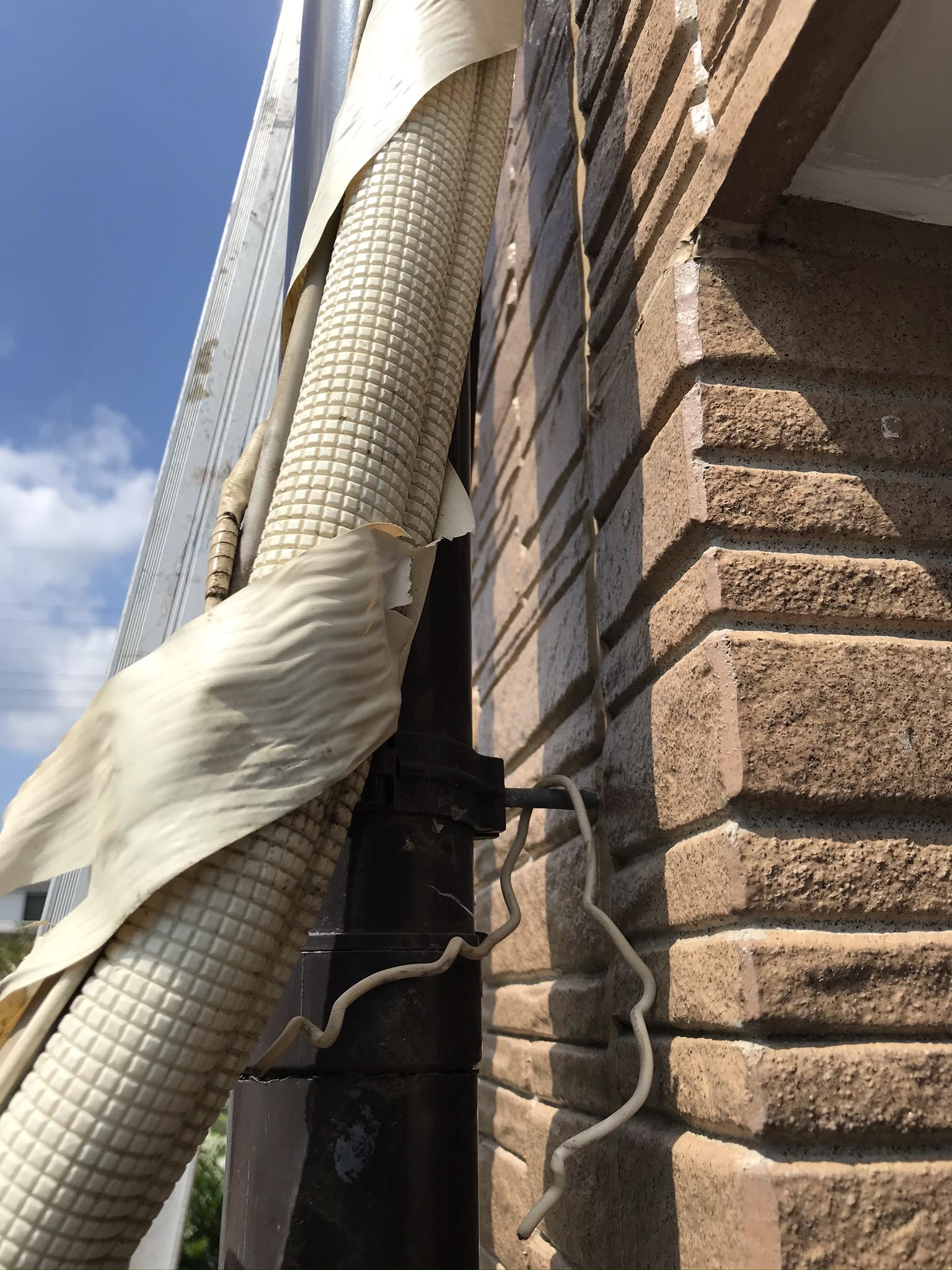 上尾市ベランダ防水工事で気づいたエアコンホーステープの劣化