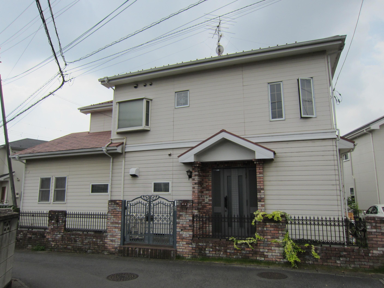 塗り替え前玄関前から家全体写真