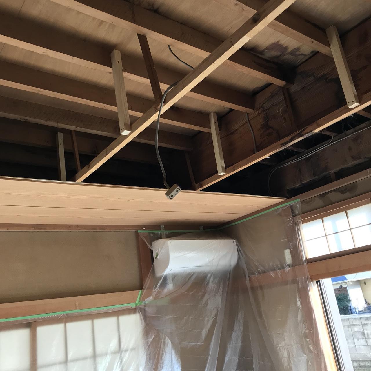 天井板剥がし