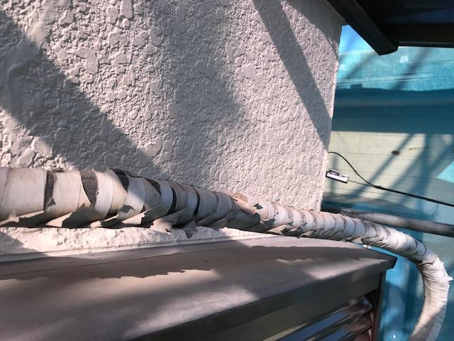 エアコン屋外配管修理前