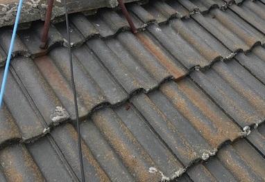 錆で汚れた屋根
