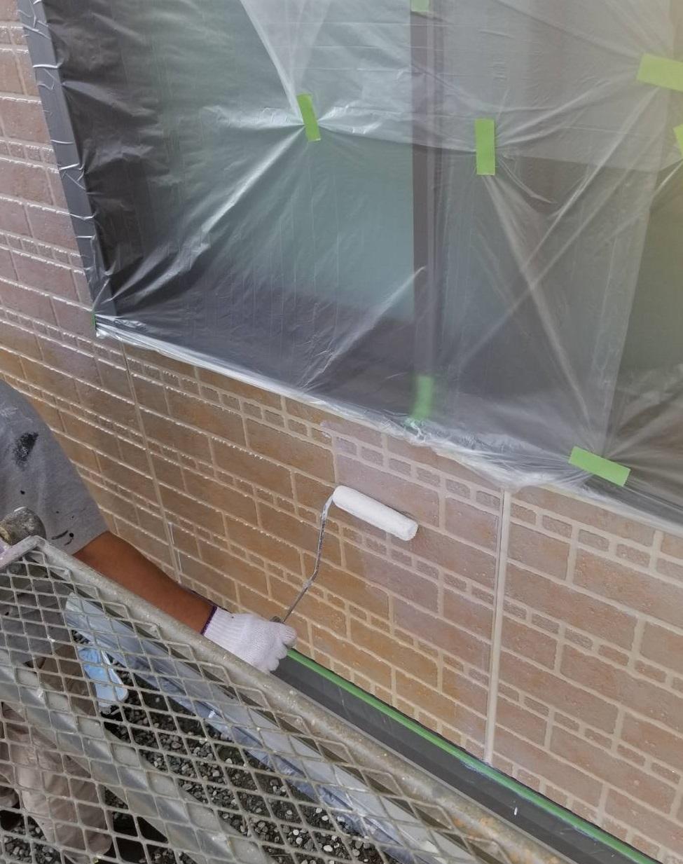 外壁塗装上塗り作業