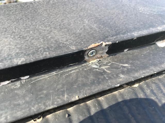 屋根棟板金釘補修