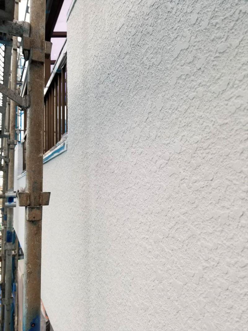 北本市モルタル外壁ベランダ部「DANフィラーエポ」で下塗り