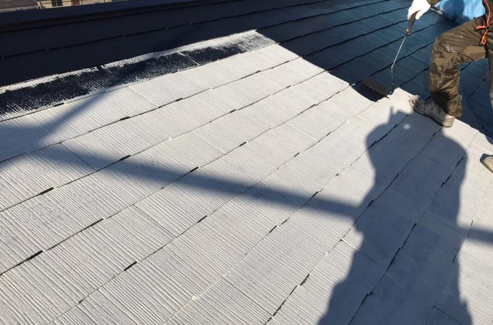 北本市スレート瓦屋根中塗り「スーパーシャネツサーモSi」使用