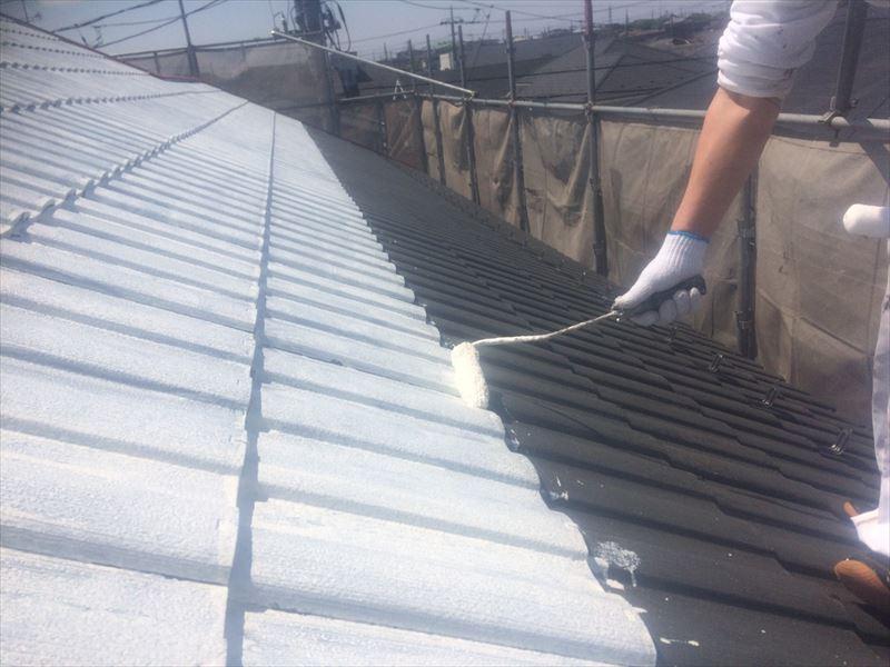 屋根瓦下塗り