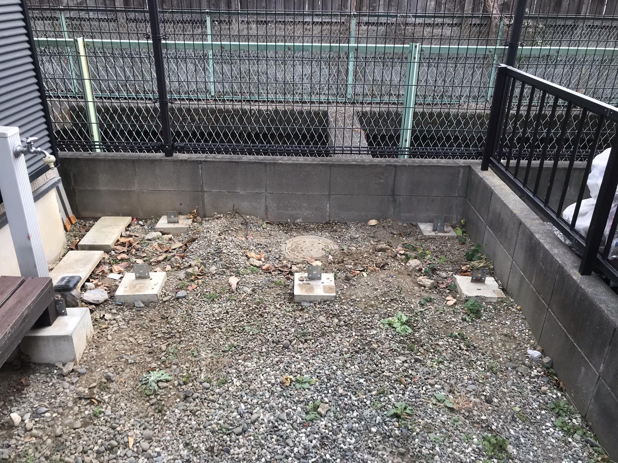 上尾市外壁塗装時に庭に設置で不要の木製テーブル撤去跡