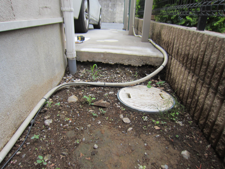 コンクリートと地面の隙間