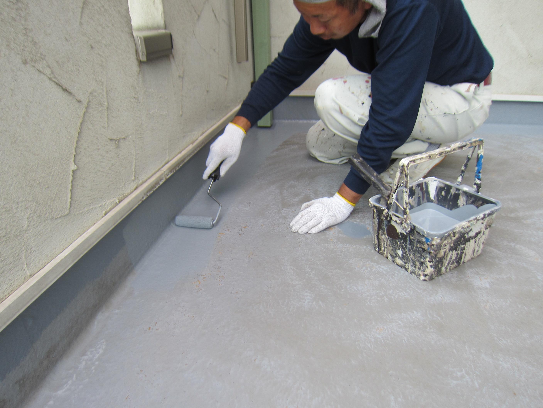 ベランダ防水端周り塗布