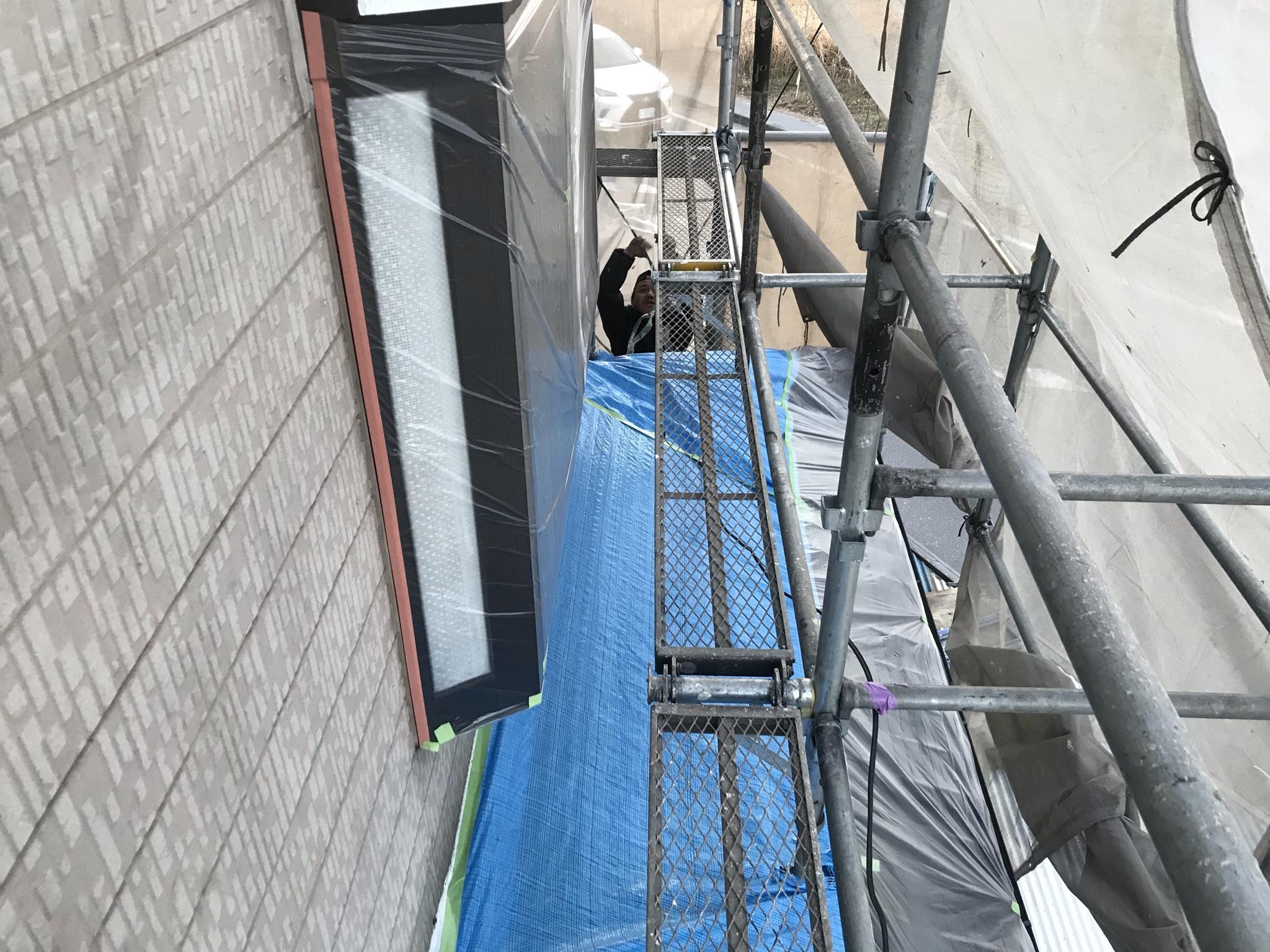 上尾市外壁塗装の為窓養生